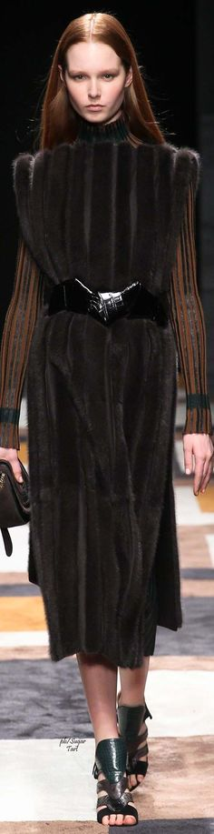 Salvatore Ferragamo Fall 2015 Ready-to-Wear Fashion Show - Grace Simmons Fur Fashion, Fashion Show, Womens Fashion, Fashion Design, Fashion 2015, Autumn Fashion Casual, Winter Fashion, Middle Age Fashion, Shearling Coat