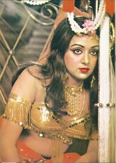 Hema Malini in Charas Bollywood Heroine, Bollywood Cinema, Bollywood Girls, Bollywood Stars, Most Beautiful Bollywood Actress, Indian Bollywood Actress, Beautiful Indian Actress, Indian Actress Hot Pics, Indian Actresses