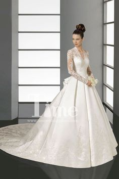 Vintage inspired V-neck Long sleeve Ivory/White Floor Length Ball Gown Appliques Lace Wedding Dresses with long sleeves WD149006