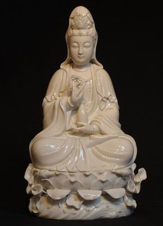 New sitting Guan Yin [Material: porcelain] [40 cm high] [Originating from China] [Price: 150 euro]