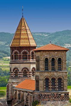 Basilique Saint-Julien (XI-XII). Roman auvergnat. Brioude, Auvergne-Rhône-Alpes, France.