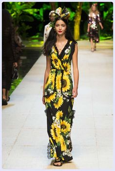 6ff613d513f88 See all the Collection photos from Dolce   Gabbana Spring Summer 2017  Ready-To-Wear now on British Vogue