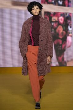 See the complete Paul Smith Fall 2016 Ready-to-Wear collection.