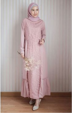 15 Ideas party dress simple outfit for 2019 Dress Brokat Muslim, Gaun Dress, Dress Brukat, Dress Pesta, Muslim Dress, Hijab Gown, Hijab Dress Party, Kebaya Modern Dress, Hijab Fashion