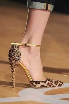 Love the spikes and the animal print together. So cute with Jeans.