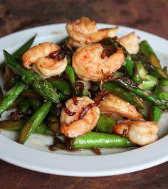 Spring asparagus and Shrimp Stir-Fry! Get the easy recipe at VWK.