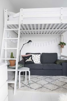 With these handy student room tips - INTERIOR JUNKIE - In rooms? With these handy student room tips You are in the right place about home de. Loft Bed Plans, Room Inspiration, Room Design Bedroom, Girl Bedroom Decor, Home Room Design, Room Makeover, Bedroom Interior, Bed For Girls Room, Aesthetic Bedroom