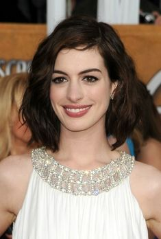 Anne Hathaway Wavy Hair