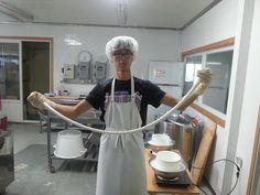 큰아들 진욱이랑 스트링치즈 만들었는데 제법 하네요!  목장을 이어서 한다고 마음 먹고 있는데  기특하죠?