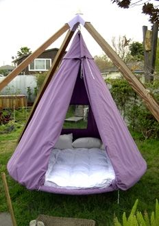 I MUST have this!  How freaking cool!  I can totally see myself taking a nap on this in my side yard!