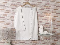 Damski zestaw saunowy MASAL w ozdobnym opakowaniu. Ten luksusowy zestaw wykonany z bambusowego włókna i bawełny w stosunku 40%:60%, nadaje się idealnie dla posiadaczek wrażliwej skóry, jak i dla alergików.