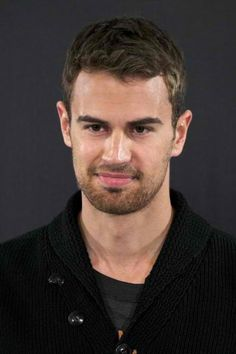 "Theo James Photos - Actor Theo James attends the ""Divergent"" photocall at the Villamagna Hotel on April 2014 in Madrid, Spain. - 'Divergent' Photo Call in Madrid Theo James, Insurgent Movie, Divergent Series, British Men, British Actors, Sanditon 2019, New James Bond, Good Looking Actors, Veronica Roth"