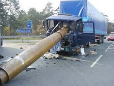 very large trucks | big_truck_accident_08