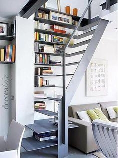 Outra escada milimetricamente pensada em uma sala de estar