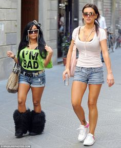 I would be too embarrassed to walk next to Snookie. lol
