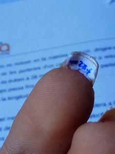 Lo sapevi che esiste una nail art perfetta per copiare agli esami?