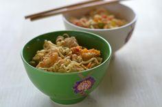 Noodles asiáticos com peru e camarão