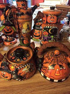 Halloween Tea Pots 2015 designed and handpainted by Lisa Stuckey primative halloween Retro Halloween, Halloween Kunst, Halloween Artwork, Halloween Painting, Holidays Halloween, Halloween Crafts, Happy Halloween, Halloween Decorations, Haunted Halloween