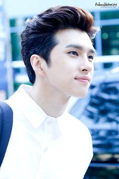 Ken -- when I first saw him, I thought his unique look was unattractive to me, but the more I see him, I can see that he's actually very handsome, especially when he smiles. Vixx is indeed a group of visuals.