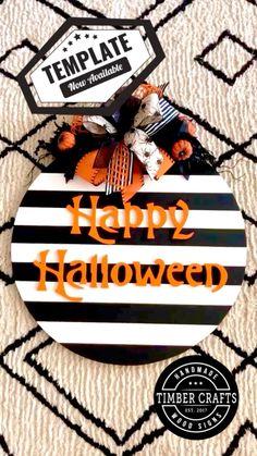 Halloween Wood Signs, Halloween Door Hangers, Diy Halloween Decorations, Diy Halloween Wreaths, Wooden Door Signs, Wooden Welcome Signs, Fall Wooden Door Hangers, Halloween Projects, Halloween Crafts
