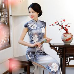 Vintage Long Cheongsam Dress High Split Tratditional Chinese Dress Mother of The Bride Dress Vestidos. Subcategory: World Apparel. Satin Dresses, Sexy Dresses, Short Sleeve Dresses, Chinese Gown, Chinese Bride, Chinese Dresses, Cheongsam Dress, Chinese Clothing, Chinese Style