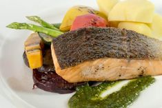 Fatty fish are great to help lower triglycerides. Lunch Recipes, Easy Dinner Recipes, Diet Recipes, Healthy Recipes, Foods To Lower Triglycerides, Lunch Saludable, Cholesterol Lowering Foods, Fatty Fish, Mindful Eating