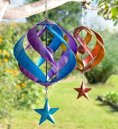 Our wind spinners, whirligigs and garden spinners bring incredible movement to your outdoor d�cor. Shop metal wind spinners, copper wind spinners and more. Red Wind, Garden Wind Spinners, Aluminum Can Crafts, Wind Sculptures, Diy Wind Chimes, Plastic Bottle Crafts, Plastic Bottles, Diy Upcycling, Metal Garden Art