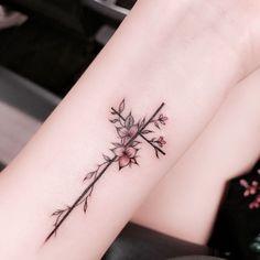 tatuagem-de-cruz-femenina-e-delicada-5.jpg 750×751 pixels
