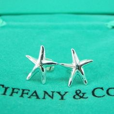 Tiffany & Co. Starfish Earrings so cute Cute Work Outfits, New Outfits, Fashion Outfits, Fashion And Beauty Tips, Passion For Fashion, Tiffany And Co, Tiffany Blue, Starfish Earrings, Tiffany Jewelry