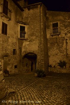Navelli (Aq) scorcio del borgo medievale