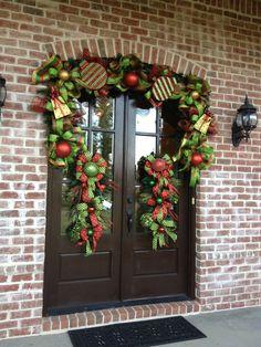 Christmas door. Netwreath.com  Christmas swag wreath
