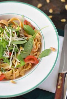Tagliatelle met ricotta, rucola en pesto. Een heerlijk gerecht met pasta wat je…