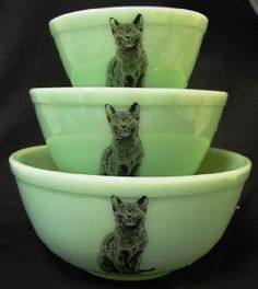 Jadeite Green Milk Glass Nesting Mixing Bowls Sitting Cat Design: Amazon.com: Kitchen & Dining. These bowls were basically custom made for me. Jadeite AND kitties AND nesting bowls?! Girl, please.