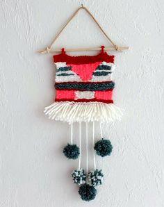 Vocês já notaram que pequenas tapeçarias de tricot (DIY) vão surgindo em todos os lugares da casa? Como estou inspirado em dar a esta tendência uma tentativa, mostro-lhe algumas ideias incríveis e fáceis de fazer.