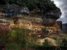 Les Eyzies-de-Tayac ~ Aquitaine ~ Dordogne ~ France ~ Prehistoric caves.
