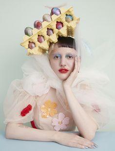 Mad Hatter: 11 avant-garde bonnets for Easter Avant Grade, Ceramic Sculpture Figurative, Tim Burton Style, Avant Garde Hair, Crazy Hats, Up Halloween, Creative Makeup, Fashion Art, Crazy Fashion
