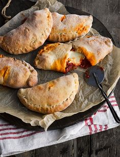 It's easier to make this family favourite than you think with our spicy sausage calzones, plus they're freezer-friendly and ideal for weekend entertaining Pizza Recipes, Dinner Recipes, Cooking Recipes, Freezable Recipes, Cooking Tips, Good Food, Yummy Food, Tasty, Spicy Sausage