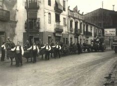 La Valencia desaparecida: Torrefiel.  Avenida de la Constitución, la calle que se aprecia a la izquierda se llamaba de Llombay, actualmente se corresponde con un callejón en el nº 212 de dicha avenida. La fotografía se realizo el 17 de enero (San Antonio Abad) de 1965