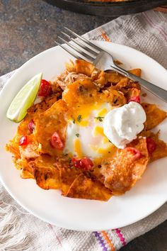 Chilaquiles (aka hangover food) is the easiest way to get delicious food in your belly and to feed a crowd after a long night of partying. Mexican Breakfast Recipes, Brunch Recipes, Mexican Food Recipes, Cake Recipes, Ethnic Recipes, Mexican Dishes, Yummy Recipes, Hangover Food, Hangover Help
