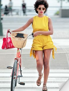 Yellow is the perfect color to match with a Pink or White Gazelle Basic Bicycle.
