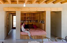 bed / reading nook