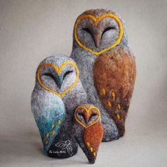 Needle felted barn owls - my former design transformed with colour and texture Wool Needle Felting, Needle Felting Tutorials, Needle Felted Animals, Wet Felting Projects, Felt Owls, Felt Birds, Felt Animals, Wool Art, Felt Ornaments