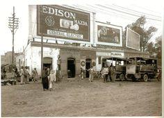Muchos anuncios espectaculares en Calzada de los Misterios y de la Ronda en 1926. ¡Las calles eran de tierra pero los anuncios no faltaban!