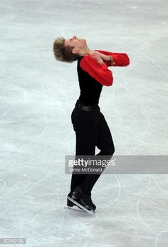 GOTHENBURG, SWEDEN - MARCH 22: Jeffrey Buttle of Canada wins Gold during his Free Skate during the ISU World Figure Skating Championships at the Scandinavium Arena on March 22, 2008 in Gothenburg, Sweden. (Photo by Jamie McDonald/Getty Images)