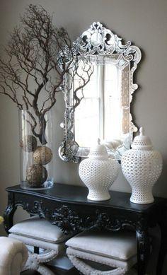 meuble console d' entrée, style traditionnel décoratif, miroir à l'ecadrement argenté