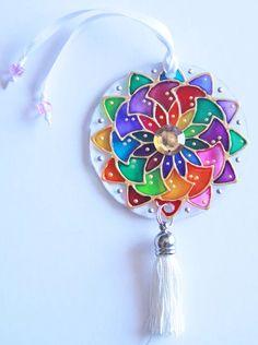 originalyexclusiva | MINI MANDALAS Cd Crafts, Diy Crafts Videos, Creative Crafts, Diy And Crafts, Arts And Crafts, Mosaic Glass, Glass Art, Cd Diy, Mandala Art