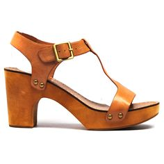 Walta by Top End. #topendshoes #cinorishoes #cinori #clog #comfortableshoes #buckle #sandal #comfort #platformclog #timeless #style #fashion #shoes #beige #tan Style Fashion, Fashion Shoes, Shoe Brands, Summer 2014, Comfortable Shoes, Clogs, Beige, Sandals, Taupe