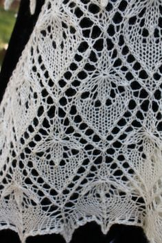 Knitted Shawl Triangular Estonian lace Water por AllKnittedLace