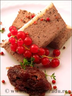 Chicken liver mousse with truffles and red onion confit Chicken Liver Mousse, Chicken Livers, 30 Minute Meals, French Food, Dressings, Sauces, Onion, Dips, Snack Recipes