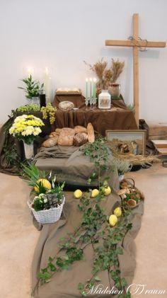 35/  Deko: Erntedank Altar Decorations, Wedding Decorations, Victory Rolls, Super Hair, Arte Floral, Fall Table, How To Draw Hair, Thanksgiving Decorations, Fall Decor